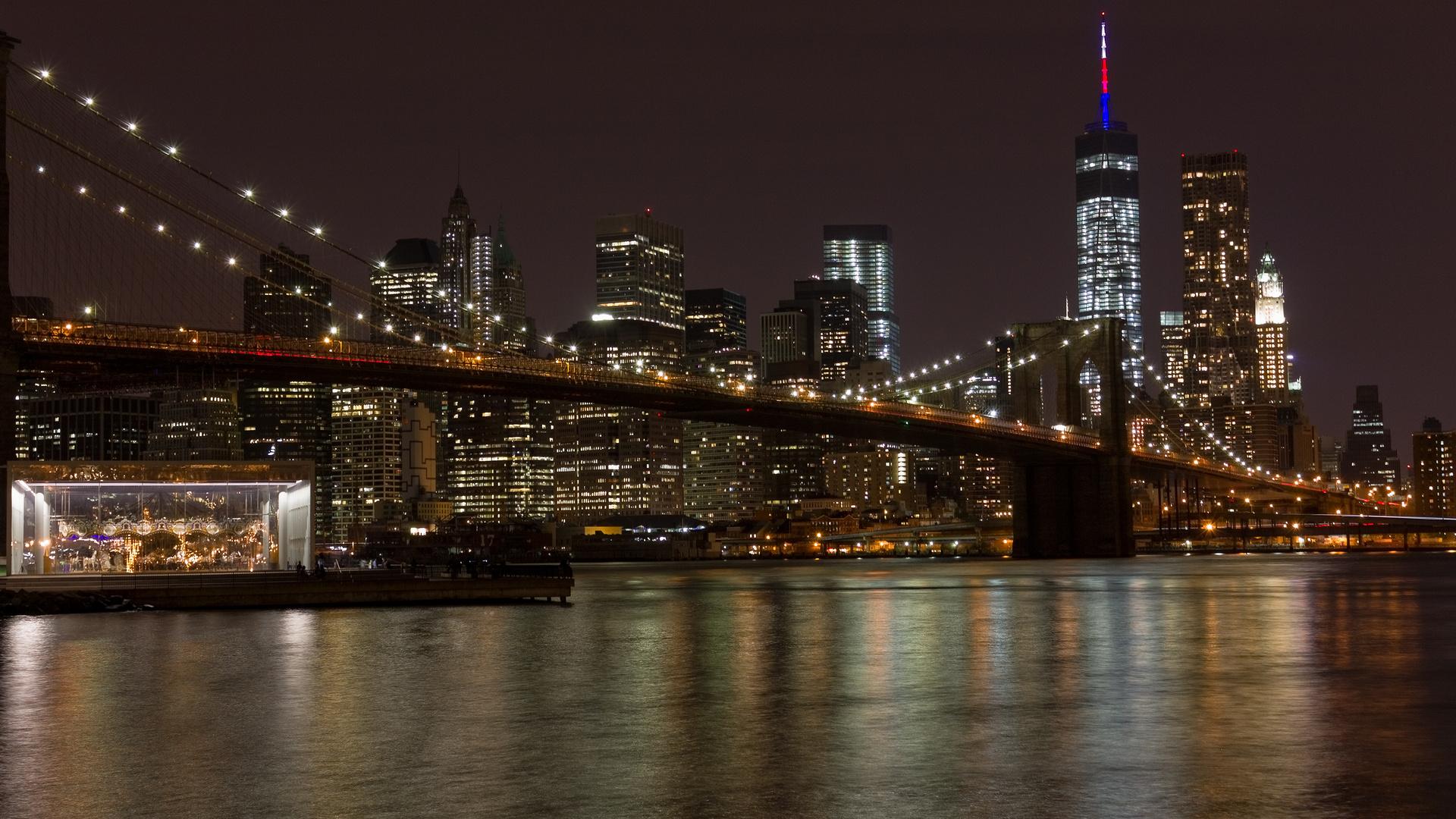 Brooklynbridge und Manhatten bei Nacht