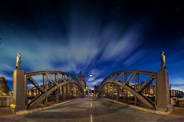 Brooksbrücke-sterne+wolken