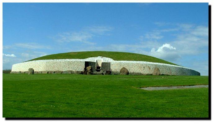 Brú na Bóinne - Newgrange