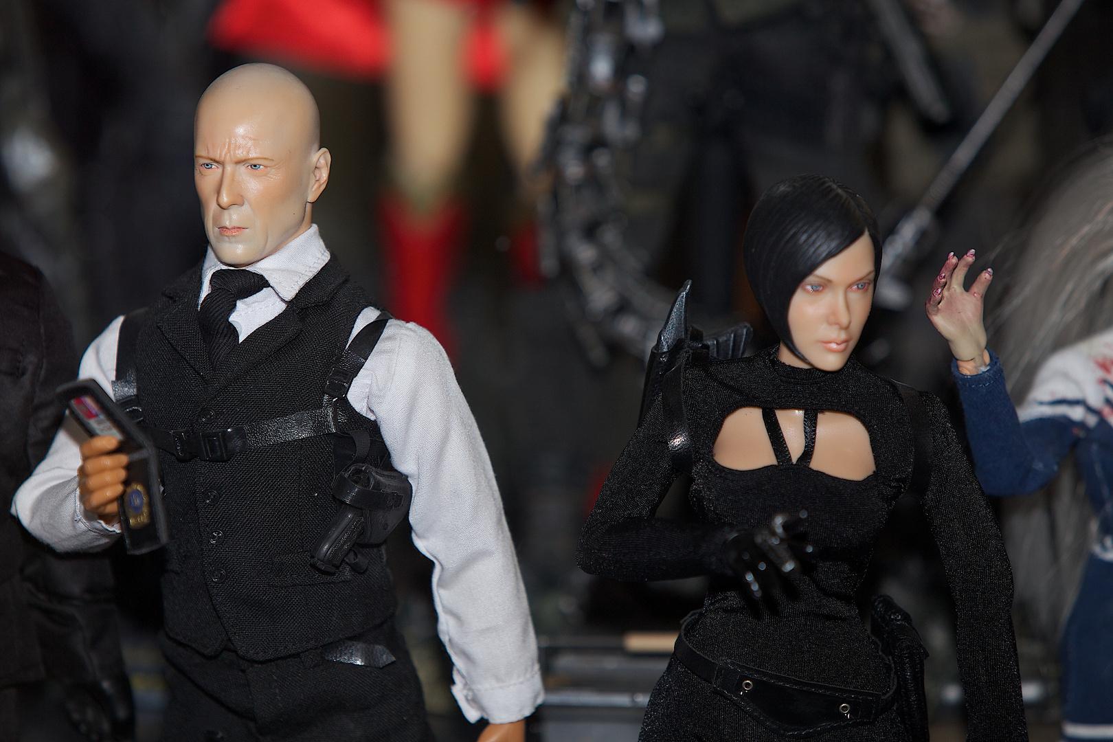 Bruce Willis and Lara Croft