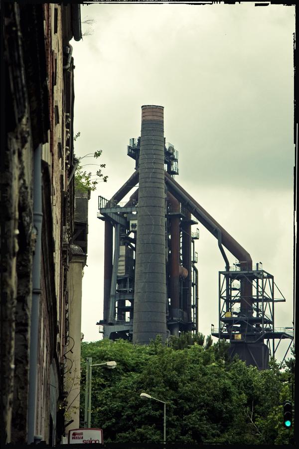 Bruckhausen - Industrie an Grün