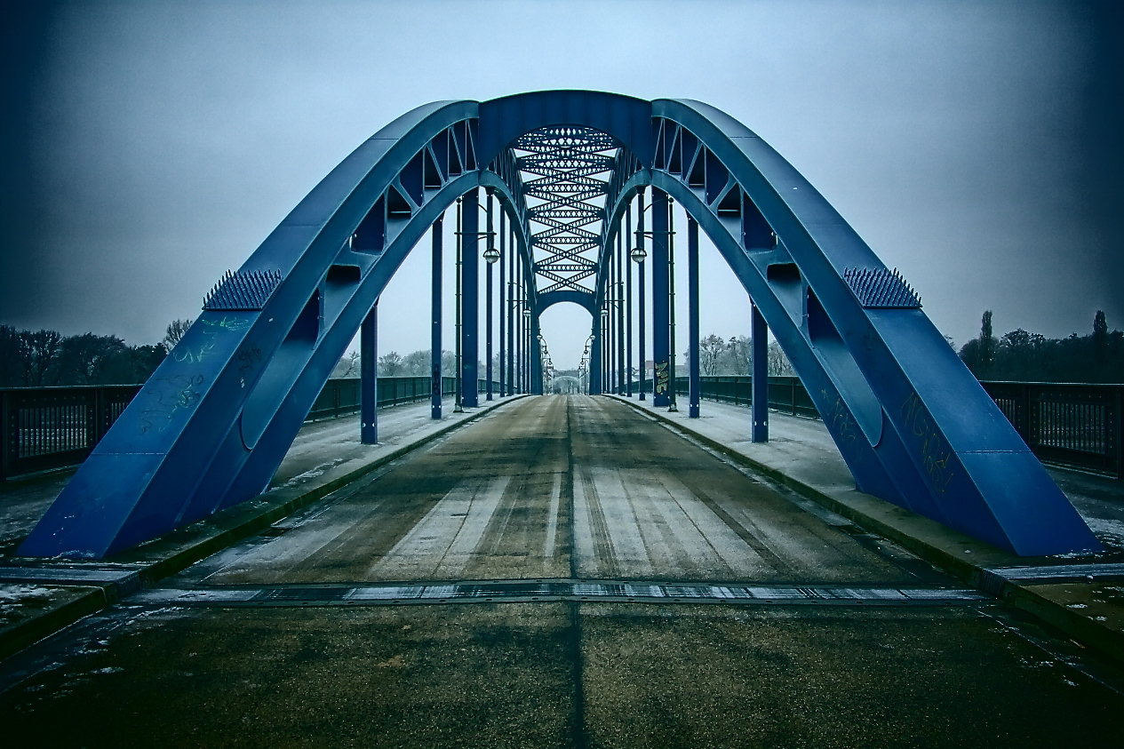 * Brücke