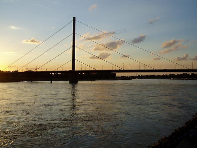 Brücke am Rhein
