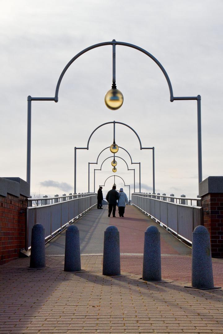 Brücke am Weserwehr in Bremen