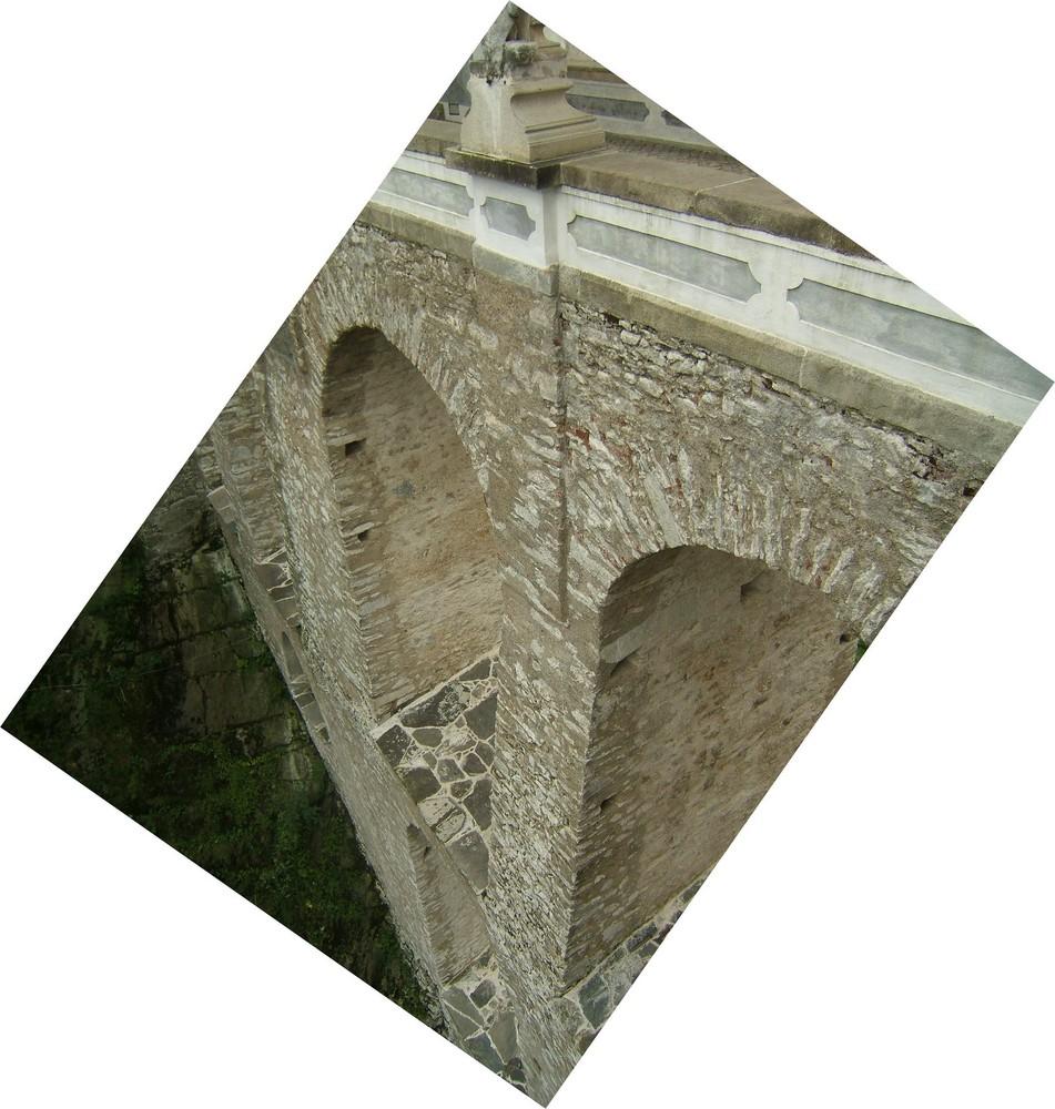 Brücke auf die Spitze getrieben