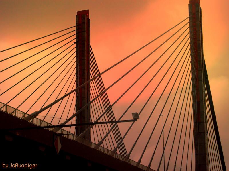 Brücke bei Amsterdam am Abend