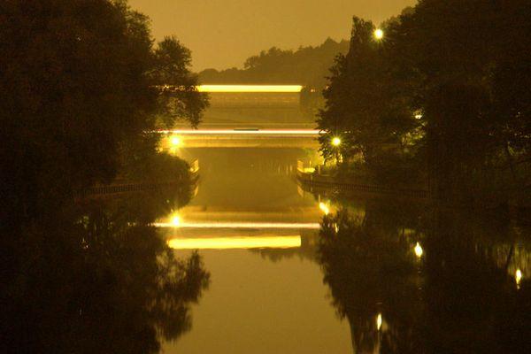 Brücke bei Nacht