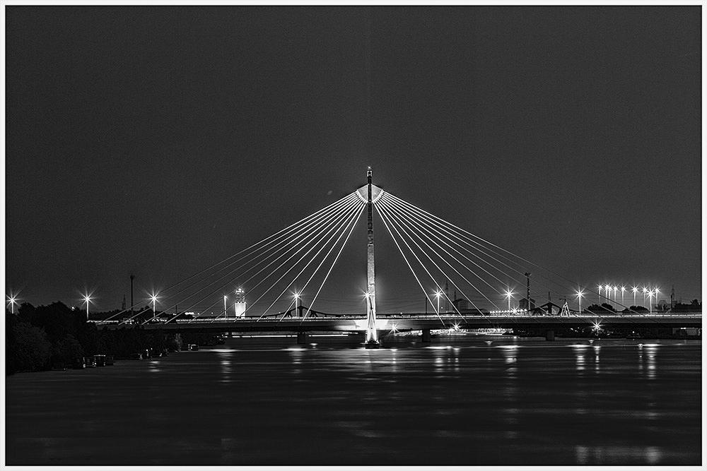 Brücke der U-Bahn-2 über die Donau