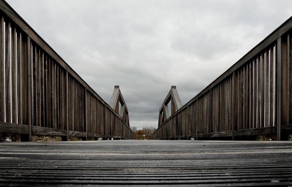 Brücke die nichts verbindet