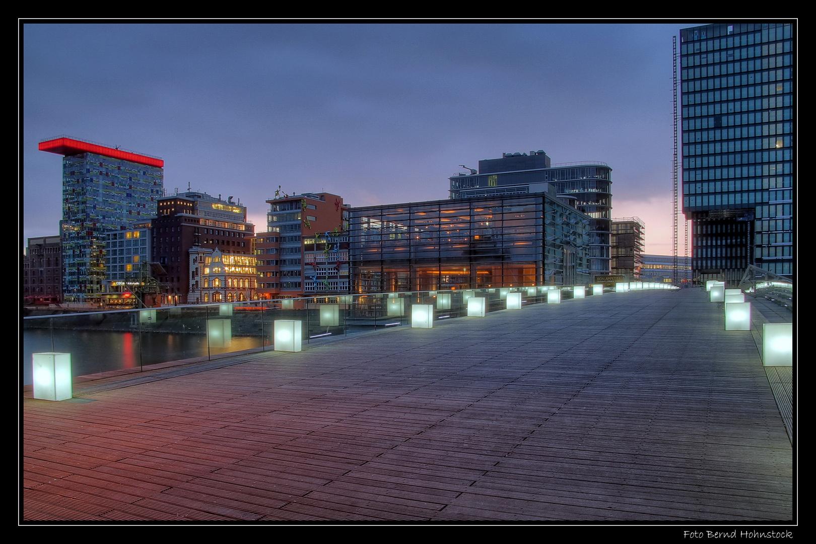 Brücke Düsseldorf Medienhafen ...