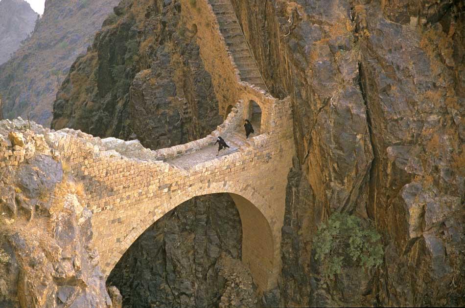 Brücke im Jemen bei Shahara, in den Bergen im Nordwesten des Landes.