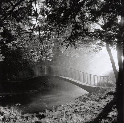 Brücke im Morgendunst