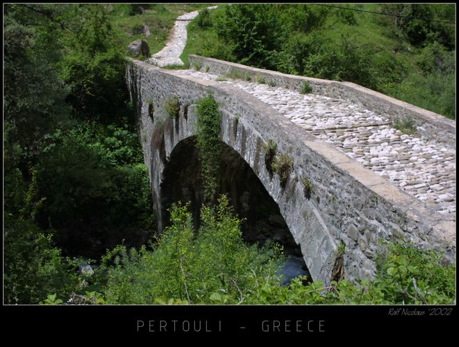 Brücke im Nationalpark Pertouli, Mittelgriechenland