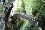 Brücke in der Areuse-Schlucht