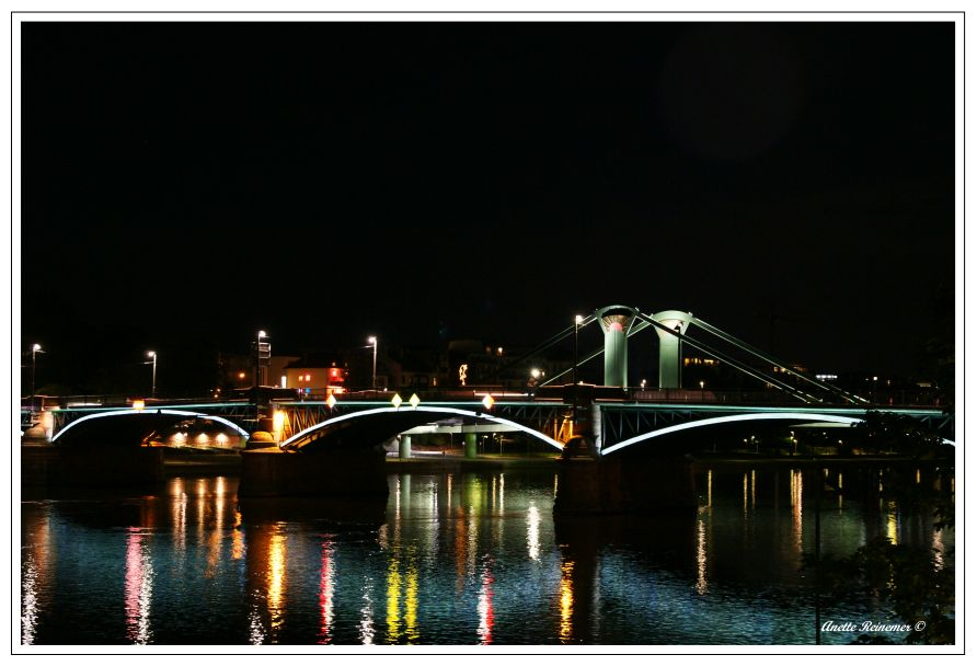 Brücke in Frankfurt bei Nacht