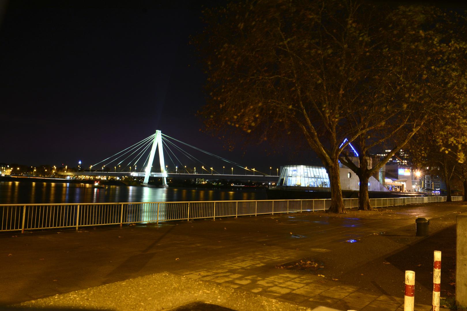 Brücke Köln bei Nacht