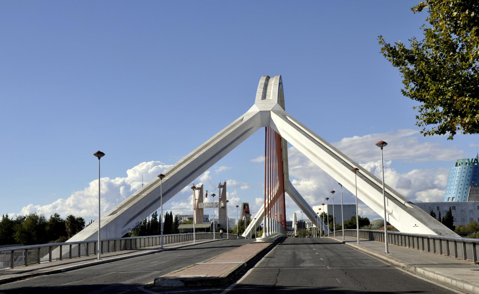"""Brücke """"La Barqueta"""" in Sevilla"""