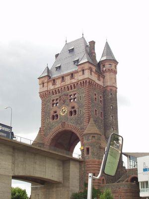 Brücke mit Brückenturm