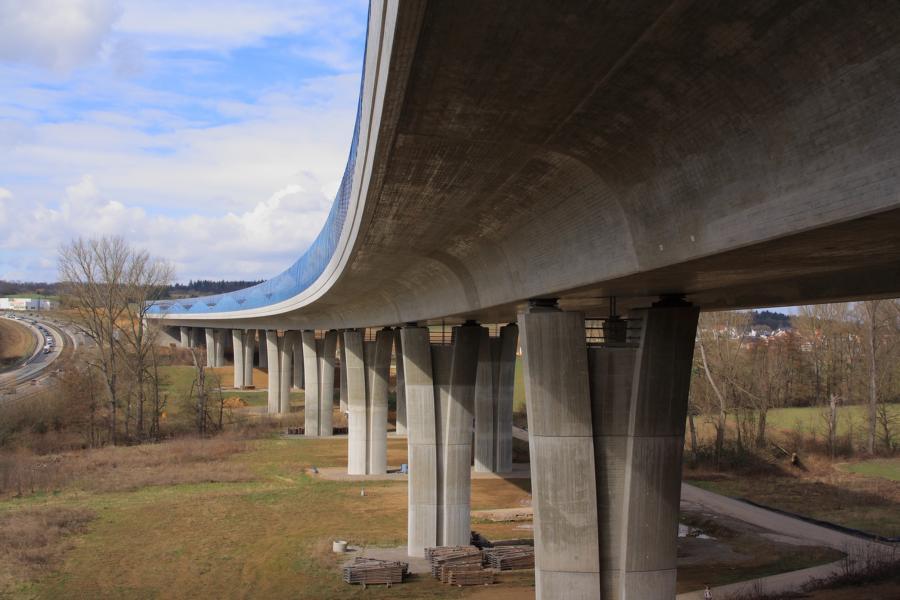 Brücke (noch ) ohne Anschluss