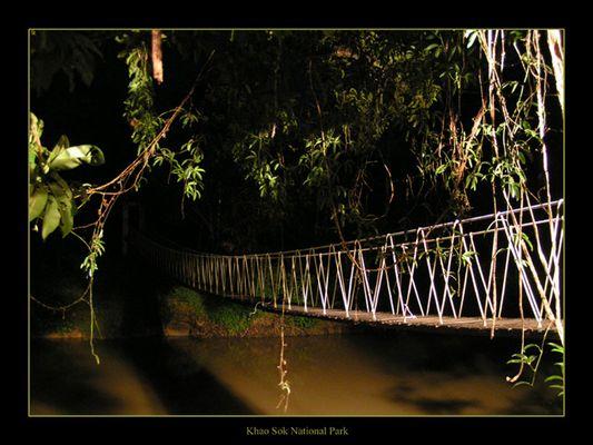 Brücke über den Fluss...