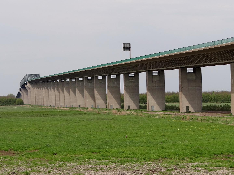 Brücke über den NOK