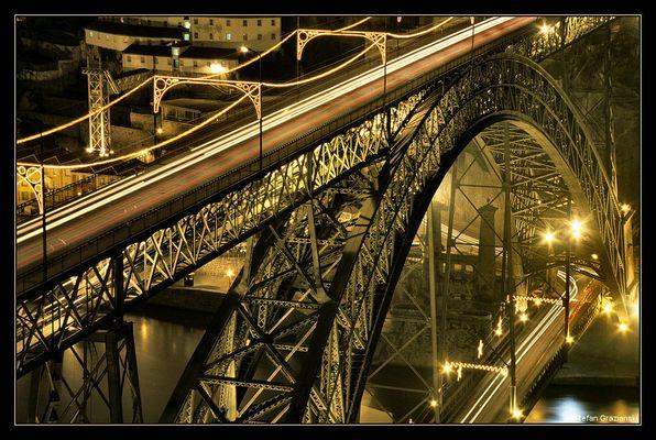 """Brücke über den """"Rio Douro"""" in Porto/ Portugal"""