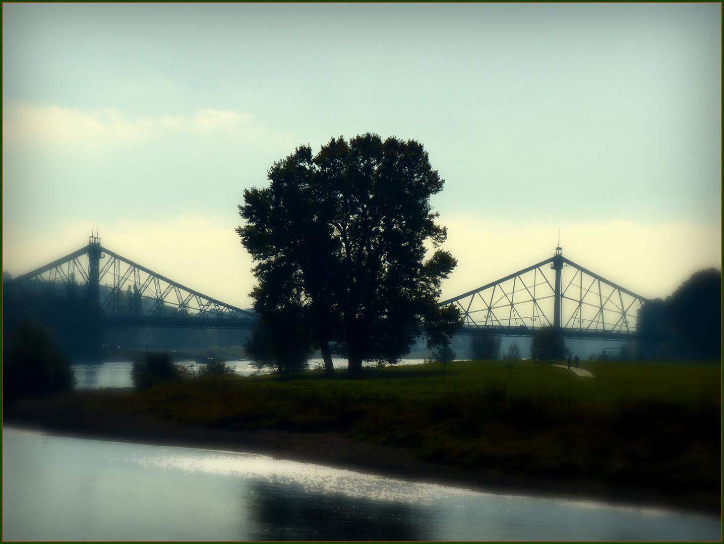"Brücke über die Elbe in Dresden, genannt ""Blaues Wunder""."