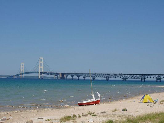 Brücke über zwei Seen