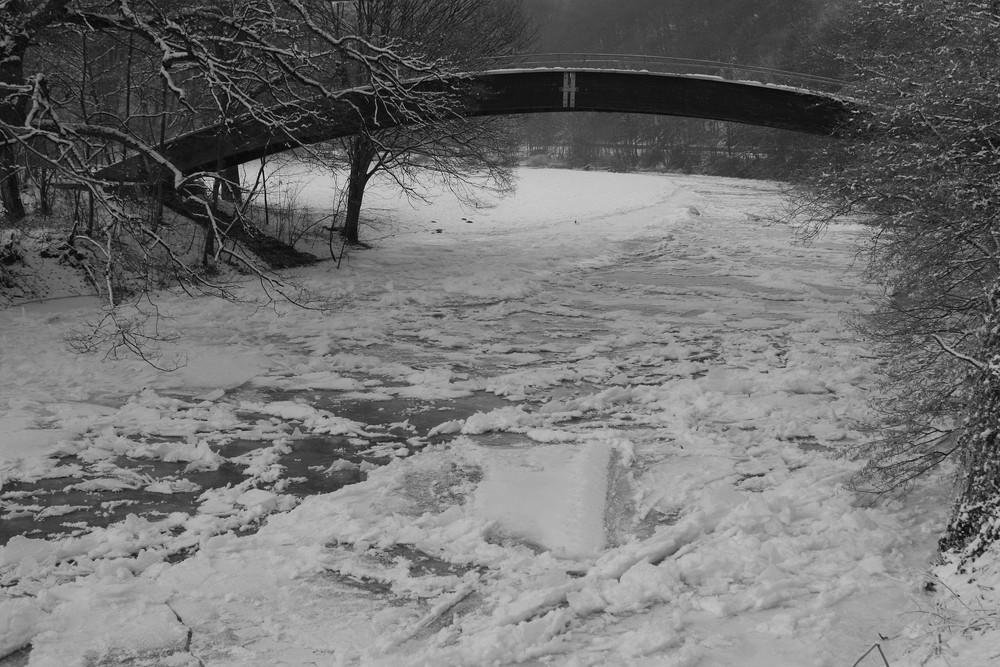Brücke über´s Eis !