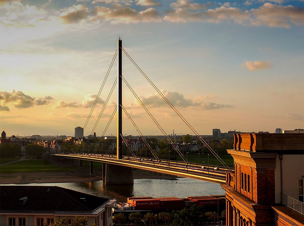 Brücke zur Kunst.......akademie