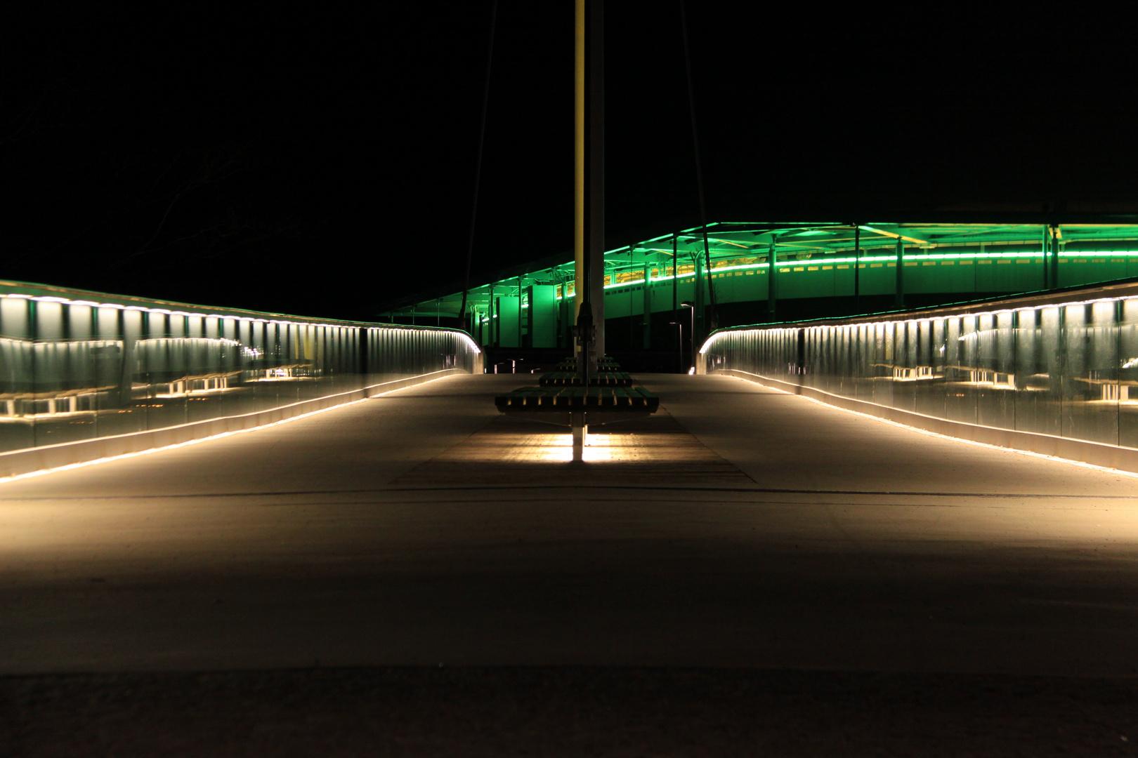 Brücke zur VW Arena