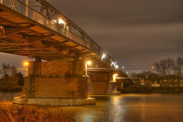 Brücke zwischen Kostheim und Gustavsburg bei Nacht