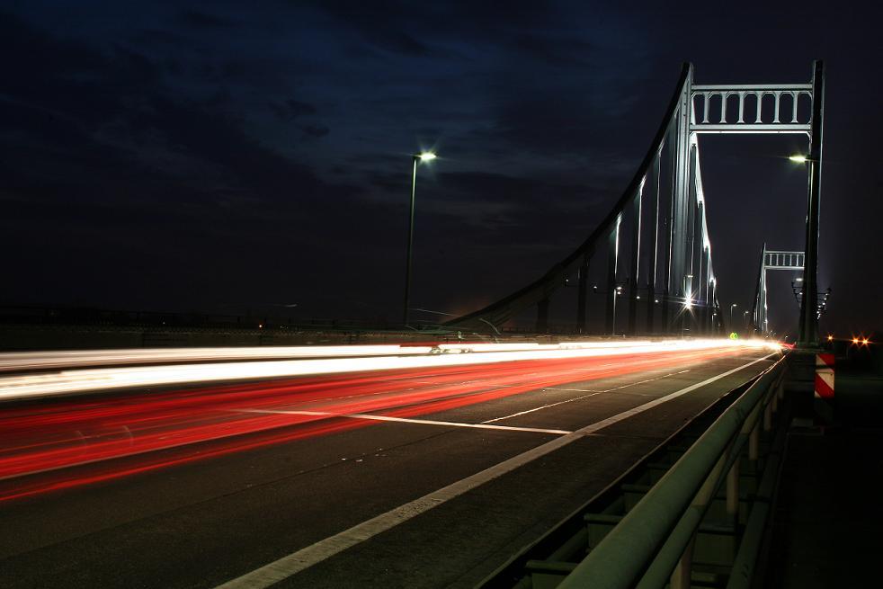 Brücke zwischen Kr. und Dü.