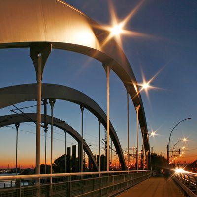 Brücken am Spreehafen am Sonnenuntergang