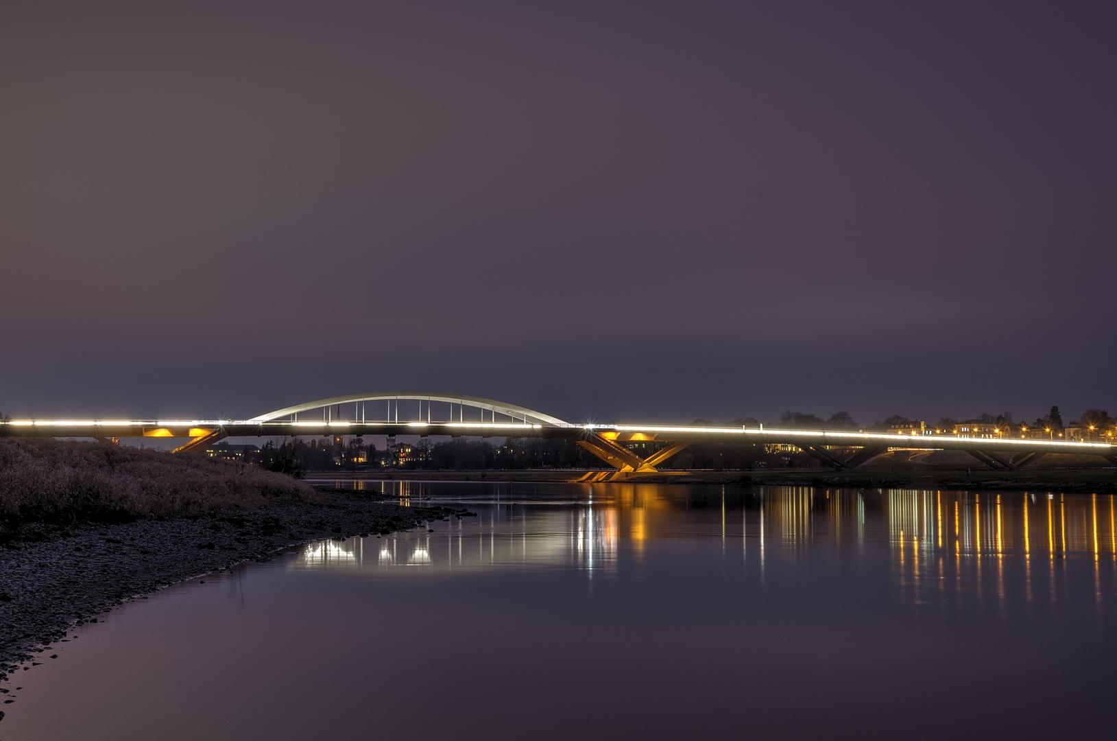 Brücken verbinden...