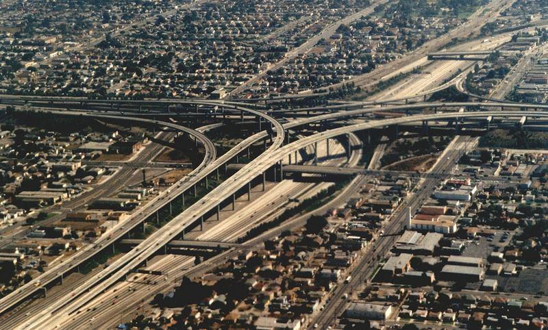 Brückenbau in LA aufgenommen beim Landeanflug aus einer Boing 747