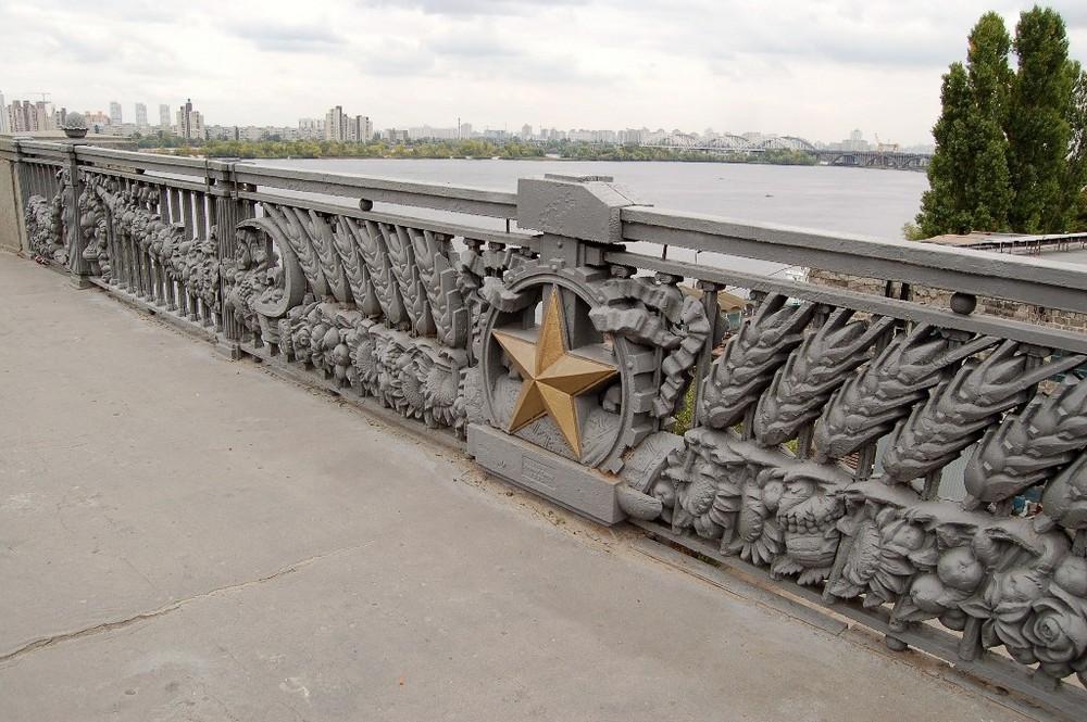 Brückengeländer in Kiew