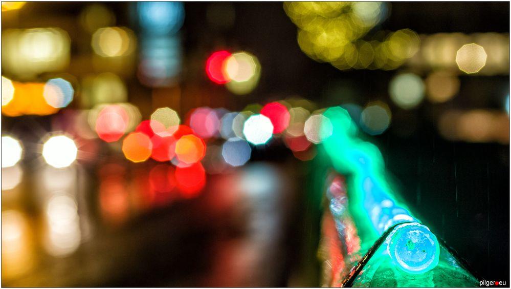 Brückengeländerweihnachtsgirlandenlichterkette