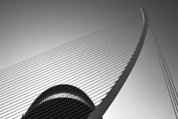 Brückenkonstruktion vor der *LAgora*