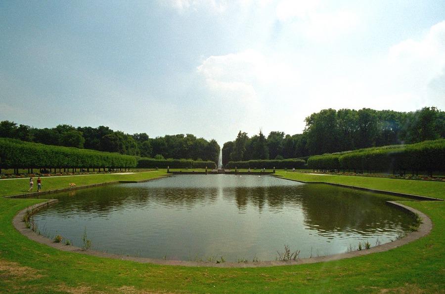 Brühler Schloss im Garten