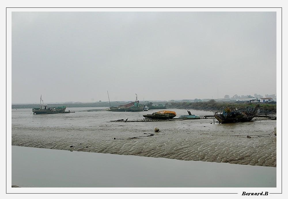 Brume sur le cimetière à bateaux