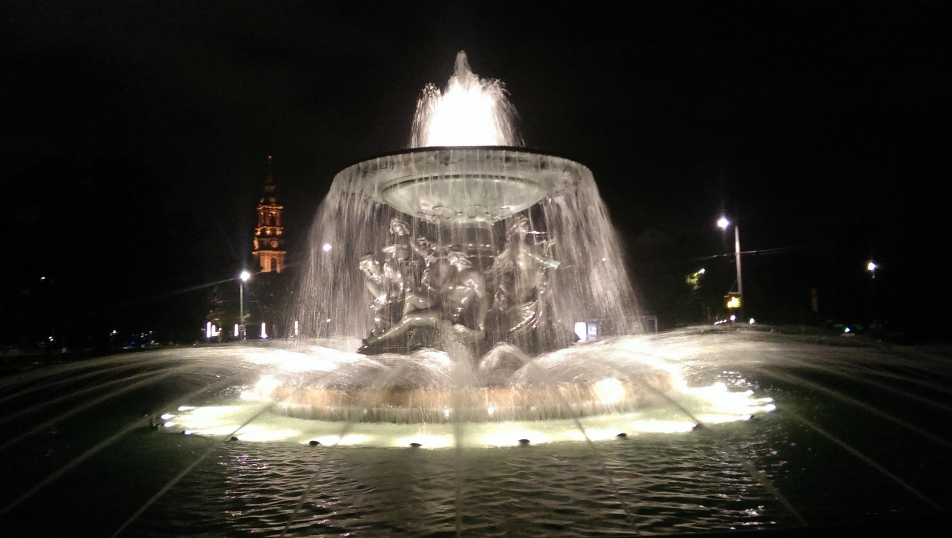 Brunnen am Albertplatz & Kreuzkirche - Dresden