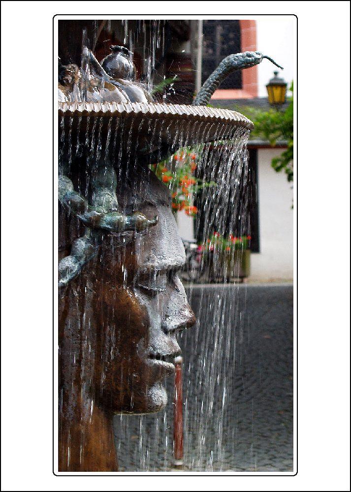 Brunnen am Karlsbader Platz (weisser Rahmen)