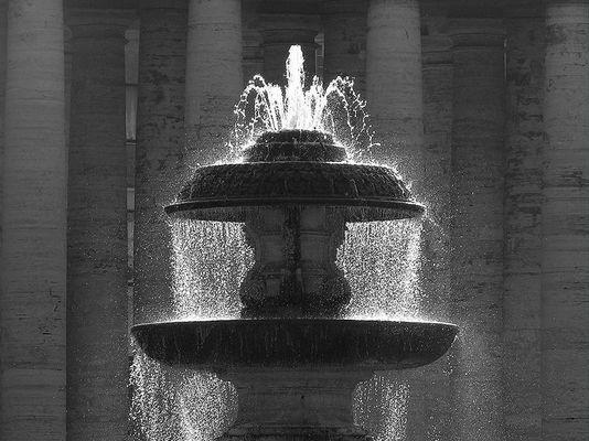 Brunnen auf dem Petersplatz in Rom