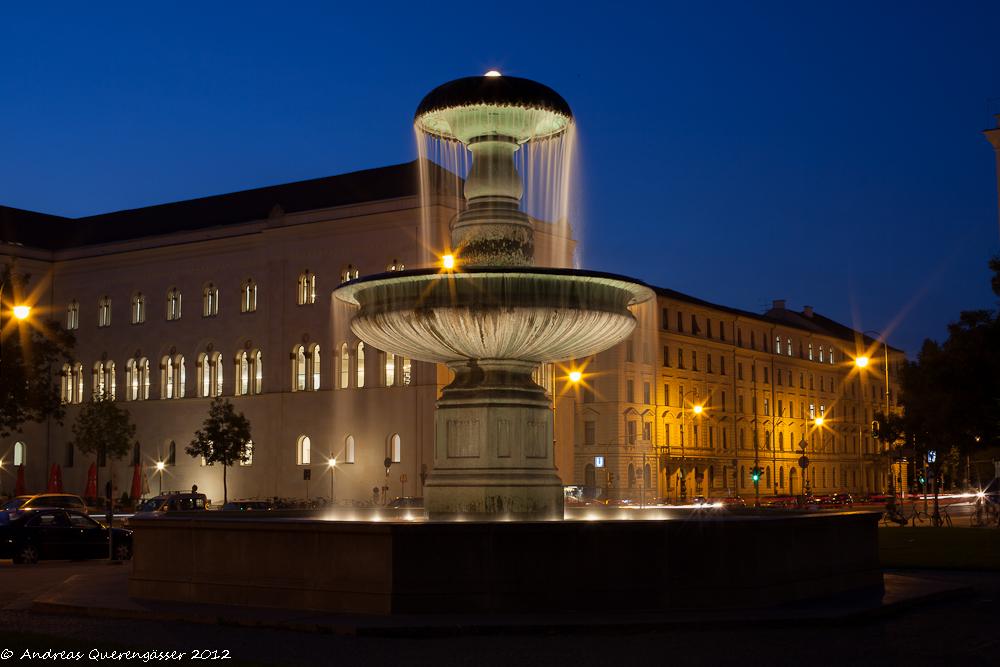 Brunnen auf der Leopoldstasse in München