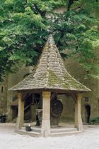 Brunnen im Burghof Kreuzenstein