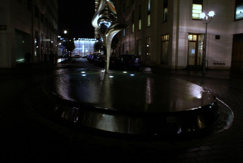 Brunnen vor dem Ritz Carlton Berlin