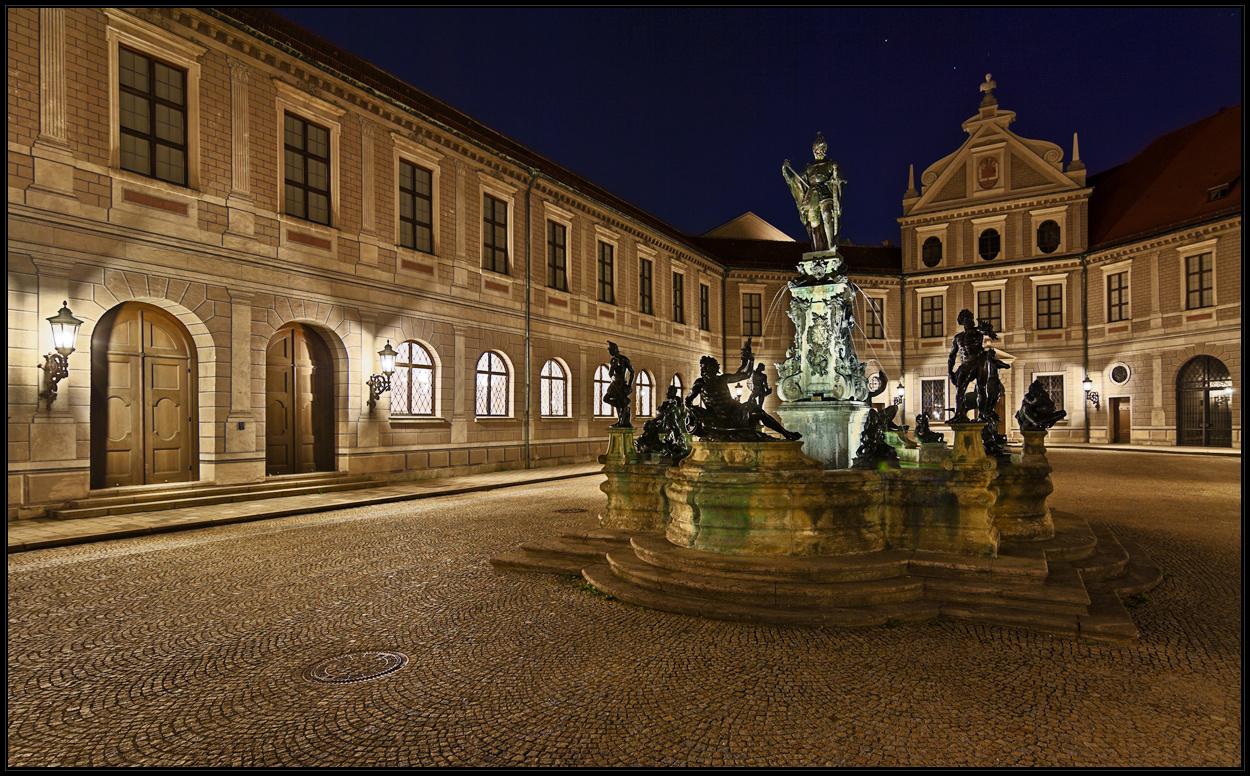 Brunnenhof mit Herzog Otto 1.