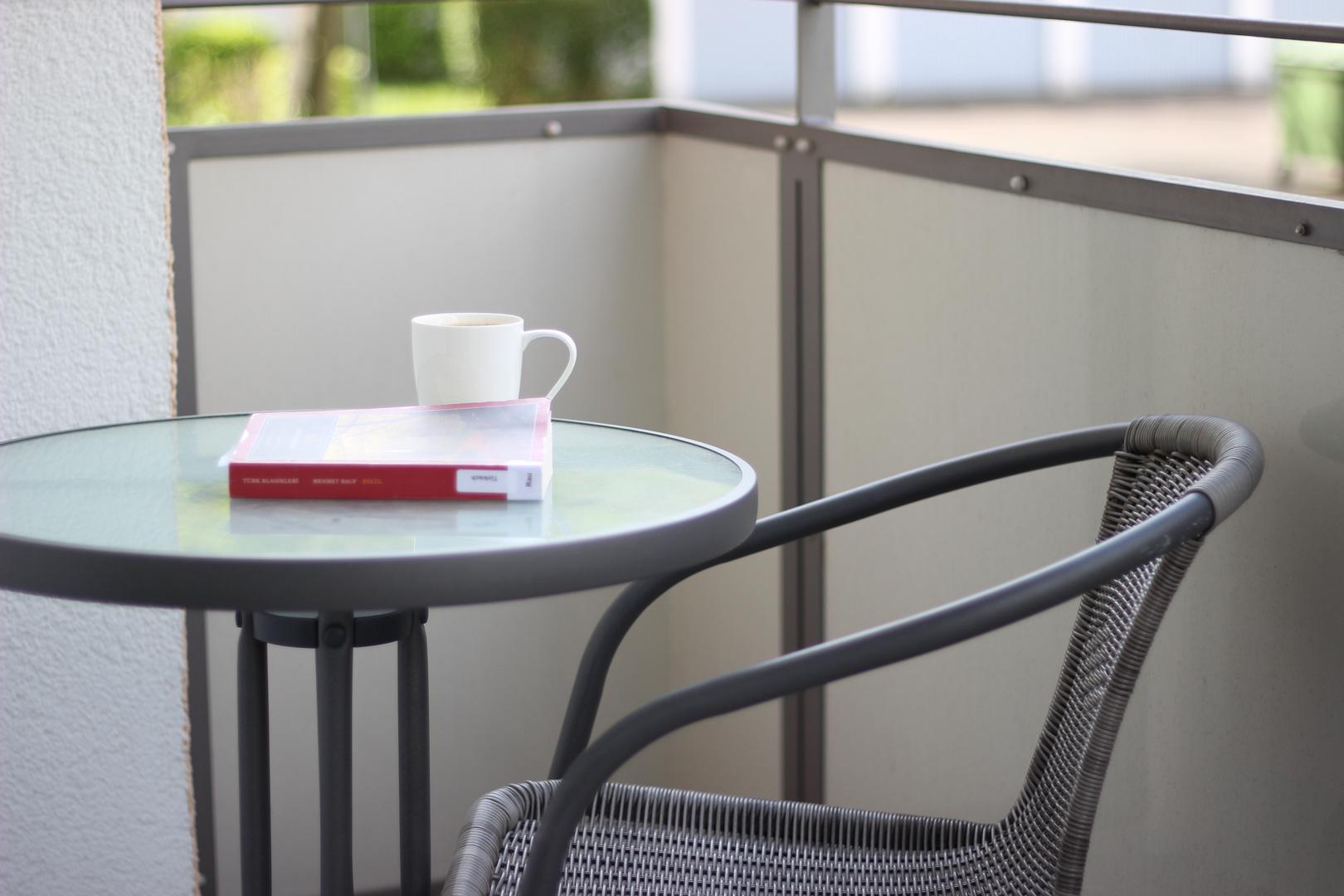 Buch und Kaffe
