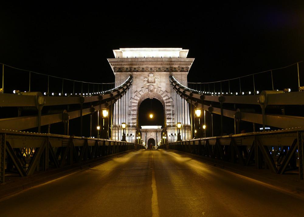 budapest chain bridge 3